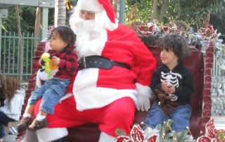 "Jediah and Jasiyah Rosales got the best seat in the house -- and a photo to boot -- at the ""Chistmas in the Park event."